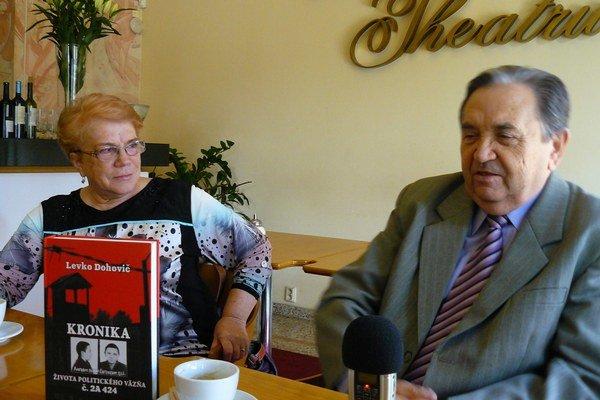 Levko a Helena Dohovičovci. Na spisovaní manželových spomienok sa podieľala aj manželka.