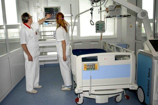 Nemocničné izby. Ich čistota podlieha špeciálnym kritériám.