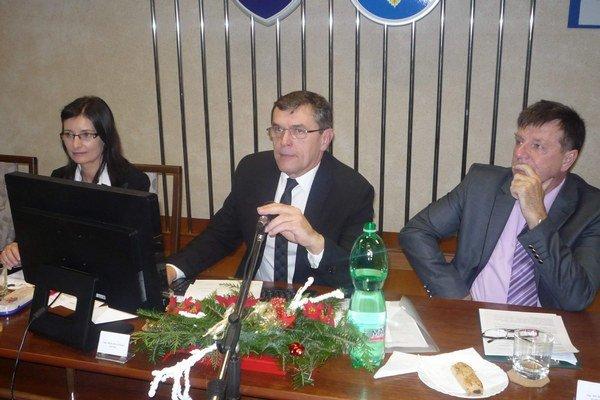 Prednosta Ján Bugoš (vpravo), starosta a jeho zástupkyňaVedenie KVP má nové tváre.