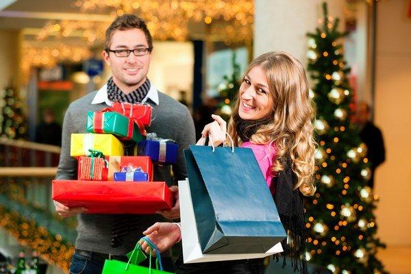 Najviac nakupujeme pre blízkych oblečenie. Pod vianočným stromčekom si ho pritom želá iba necelá tretina ľudí.