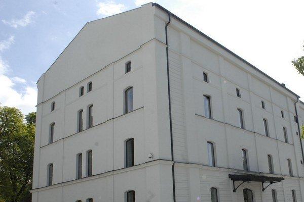 Kasárne Kulturpark. V najväčšej stavbe EHMK za 26 miliónov eur platia 5 rokov prísne podmienky pre organizované podujatia.