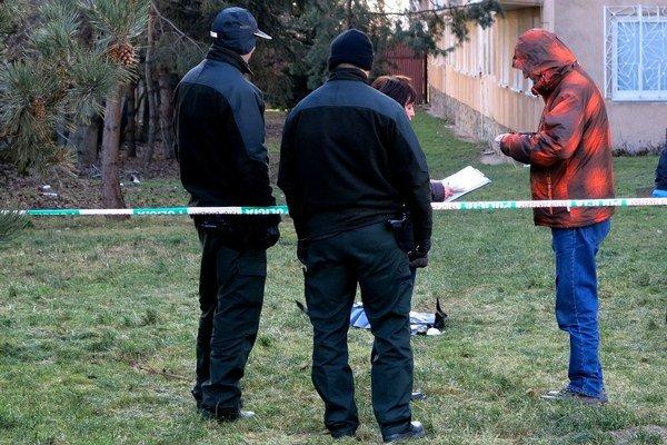 Vyšetrovanie na mieste. Polícia zaistila viacero dôležitých stôp.