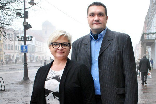E. Babitzová a V. Novotný. Lídri novej strany.