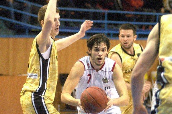 Tomislav Radoš. Tento mladík by mal byť poriadnym oživením nielen Slávie TU, ale aj celej súťaže.