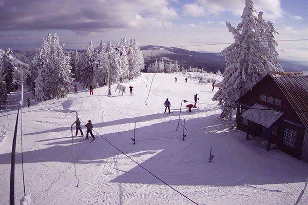 Snehu je viac ako vlekárov. Chrípková epidémia spôsobila od nedele nútenú odstávku strediska.