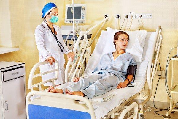 Úplatky lekárom. Najmä pred operáciou sú pacienti ochotní platiť navyše.