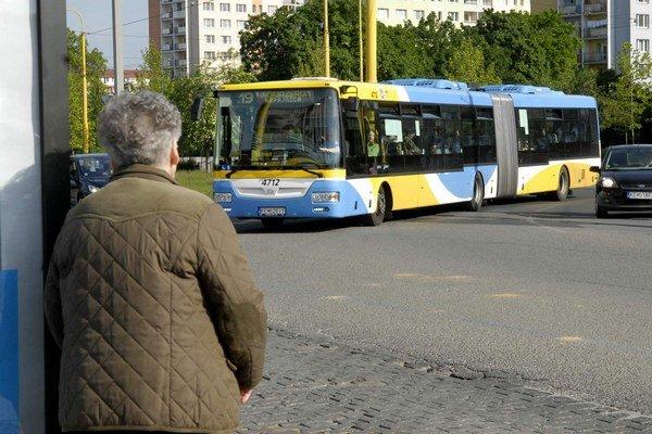 Autobusy SOR. Postupne sa dostávajú do riadnej premávky.