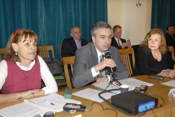 Protinávrh neprešiel. Trnka a Blaškovičová (vpravo) chceli 12 poslancov a 1 obvod.