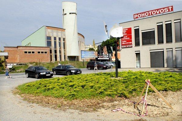 Zlepší sa možnosť parkovania. Rondel, kde sa kedysi  otáčali sanitky, nahradia parkovacie miesta.