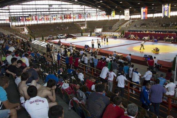 Aréna v Snine. Bojovali v nej kadeti na zápasníckych majstrovstvách sveta.