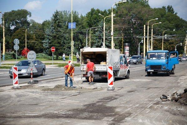 V lete cestári zavadzali. V septembri Košičania zrekonštruované komunikácie ocenia.