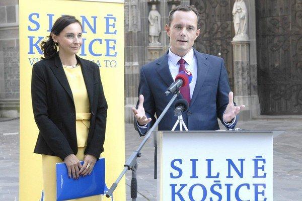 So šéfom Siete. Kandidátku na primátora, o ktorej Procházka vyhlásil, že vyhrá, predstavil pri Dóme sv. Alžbety.