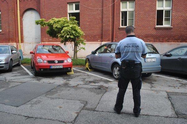 """Mestskí policajti sa činia. Z roka na rok nasadia na kolesá viac """"papúč""""."""