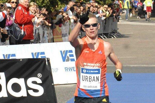 Vlaňajší šampión. Jozef Urban sa tentoraz prihlásil na polmaratón.