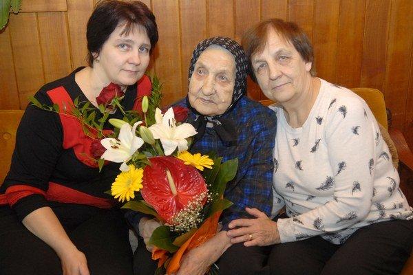 Tri generácie. Alžbete zablahoželala aj dcéra a vnučka.