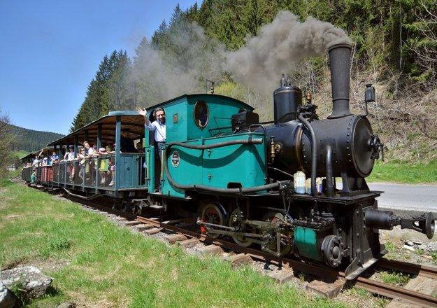 Historický vlak vás zavezie z Chvatimechu do Čierneho Balogu a Vydrovskej doliny po trase, ktorá má 14 kilometrov. FOTO – TASR