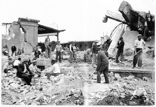Ruiny železničnej stanice v Nových Zámkoch.