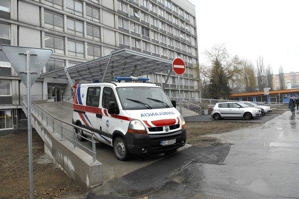 Monoblok UN LP na Rastislavovej ulici. Väzeň ušiel z chirurgie.
