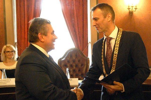 Primátor Raši a lekár Jenča. Celému tímu sa poďakoval za vynikajúcu reprezentáciu mesta.