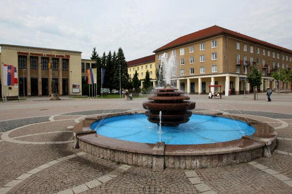 Zónu bez peňazí otvoria v Dome Kultúry na námestí. (vľavo)
