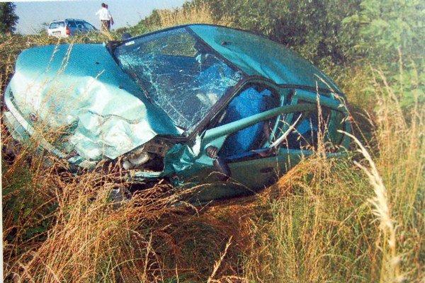 Nehoda Dobogov. Havarovaný Fiat PuntoViezlo sa v ňom 5 žien. FOTO: PZ