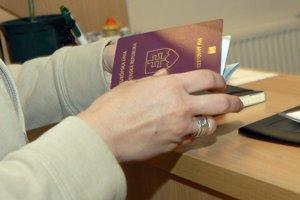 Pas. Ak stratil platnosť a chcete na dovolenku, kde neuznávajú občiansky preukaz, je najvyšší čas ho vybaviť.