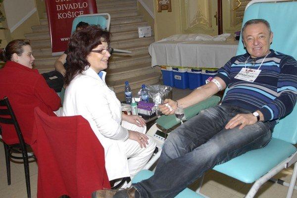 Herec Róbert Šudík patrí k pravidelným darcom krvi.