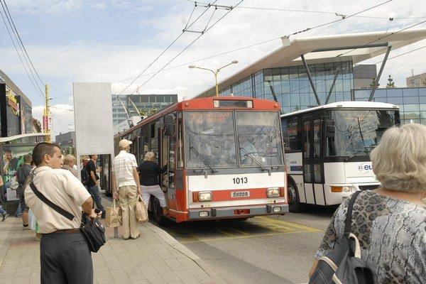 Staré trolejbusy dožívajú. Posledné kúpil DPMK v roku 1999.