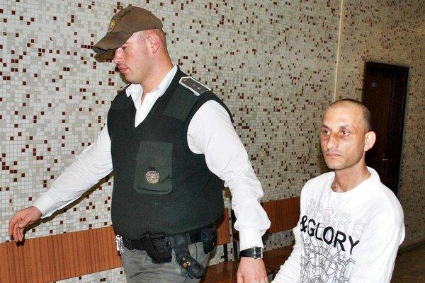 Starší z Františkov. Za pokus o vraždu si v Leopoldove alebo Ilave odsedí 10 rokov.