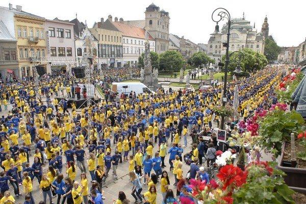 Štvorylka Košice 2012. Stále platí Guinnessov svetový rekord – 7 948 tanečníkov.