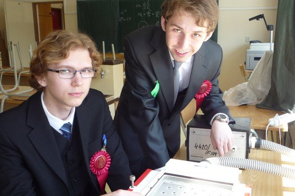 Martin (vľavo) a Michal. Na maturitu prileteli priamo zo súťaže.