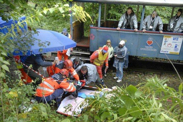 Čermeľ. Českí záchranári v akcii. Ešte netušili, že budú musieť pomáhať aj pri ozajstnej a veľmi vážnej dopravnej nehode s tragickými následkami.