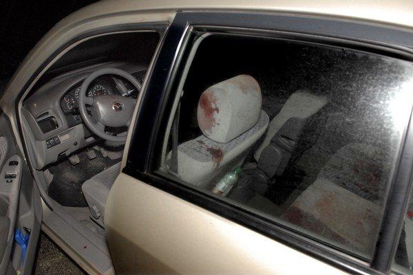 Takto vyzeralo auto po útoku.