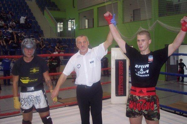 Striebro z Tököl Cupu. Adam Gálik (vpravo) sa teší z víťazstva.