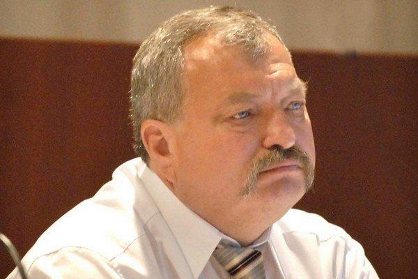 Podpredseda KSK Ján Szöllös. Zastupiteľstvo o jeho návrhu odmietlo rokovať.