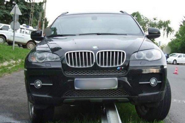 Podnikateľove BMW X6. Tu s ním páchatelia havarovali.