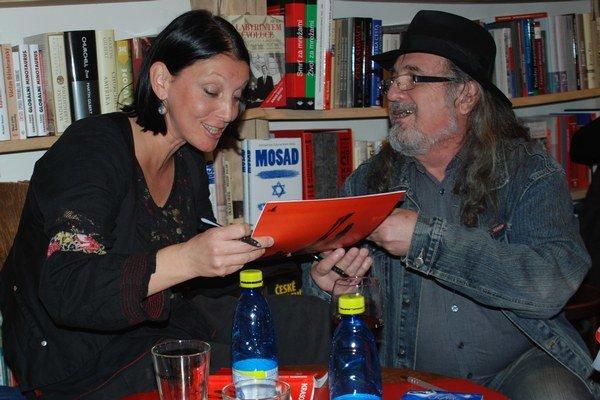 Uršula Kovalyk rodným Košiciam predstavila svoju novinku v kníhkupectve Artforum.