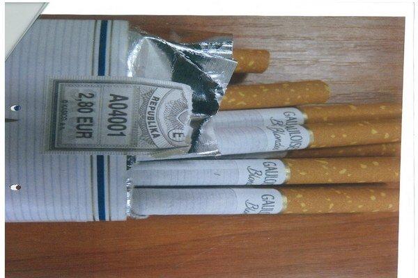 Čakalo ho prekvapenie. Namiesto obľúbených cigariet našiel v škatuľke iné.