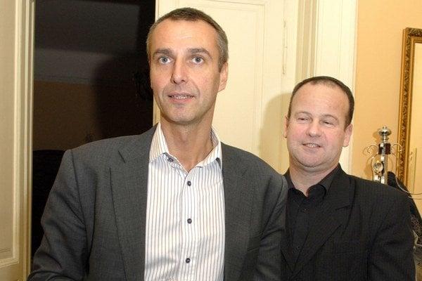 Raši a jeho pravá ruka Marko. Foto z volebného štábu primátora v deň volieb v novembri 2010.