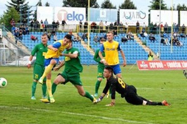 Karaš dáva gól.