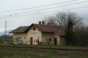 Zastávka v Kechneci. Takto vyzerala v časoch, keď tam ešte chodili osobné vlaky.