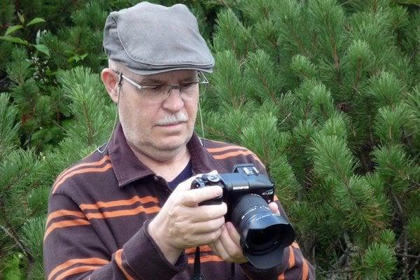 Milan Filičko v akcii. Fotoaparát berie na každý výlet do prírody.