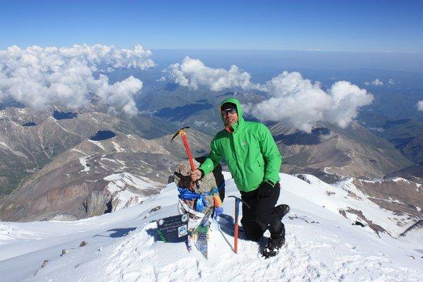 Na vrchole Elbrusu. Počasie slovenskej výprave vyšlo na jednotku.