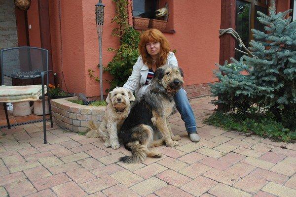 Beáta Gajdošová so svojimi psami. Podarí sa jej zámer doviesť do úspešného konca?