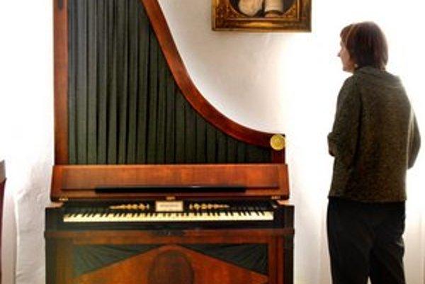 Skvost. Žirafový klavír je na Slovensku unikátom.