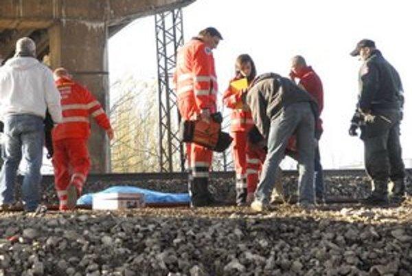 Zrazil ho vlak. Polícia cudzie zavinenie smrti muža na Trolejbusovej ulici nezistila.