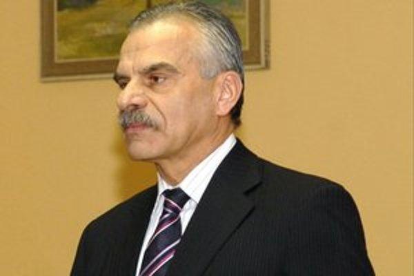 Riaditeľ  Ján Valko. Podporila ho väčšina prítomných.