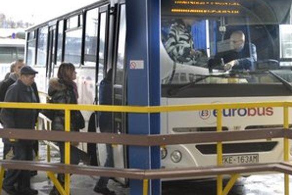 Vodiči nebudú štrajkovať. O výške dotácie ešte bude Eurobus rokovať s KSK.