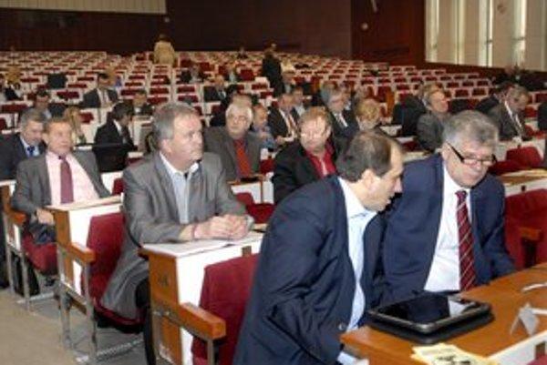 Poslanci KSK schválili 5–percentné spolufinancovanie opráv ciest z eurofondov.