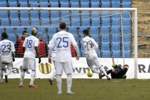 Druhý gól Slovana. Matúš Ružinský loptu takmer mal...